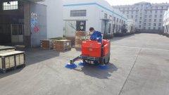 驾驶式扫地车用于工业厂区道路清扫